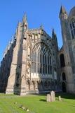 Une vue grande-angulaire de la partie du nord de la cathédrale d'Ely dans Cambridgeshire, Norfolk, R-U, avec la façade externe de photos libres de droits