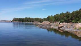 Une vue nous pensons tout à fait commun dans l'été, quand nous sommes canotage en Finlande Photographie stock