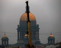 Une vue panoramique d'un jour sombre dans le St Petersbourg, Russie photos libres de droits