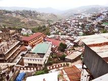 Une vue panoramique de ville de colline de Kohima photos stock