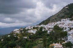 Une vue paroramic d'une montagne et de Mijas, un petit touristyc a blanchi le village à la province de Malaga Photographie stock libre de droits