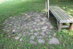 Une vue plus étroite du cercle en pierre au fort antique Images stock
