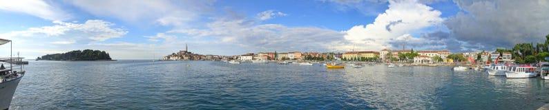 Une vue rapide du port de sud de Rovinj photographie stock
