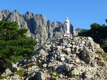 Une vue sur la statue dans le col de Bavella de passage image libre de droits