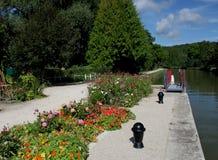 Une vue sur le canal de Nivernais, voie de Velo Images libres de droits