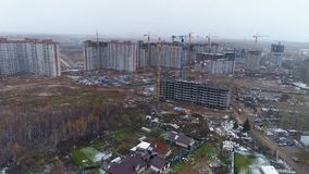 Une vue sur un projet de construction non fini à l'des villes affilent clips vidéos