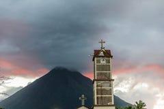 Une vue typique en La Fortuna en Costa Rica image stock