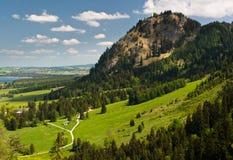 Une vue vers les Alpes bavarois du Neuschwanstein Photographie stock