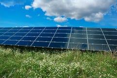 Une zone des panneaux photovoltaïques Photo stock