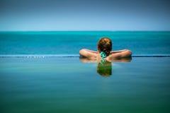 Unendlichkeits-Pool in den Türken und in Caicos Lizenzfreie Stockbilder