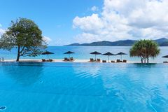 Unendlichkeits-Swimmingpool Lizenzfreie Stockfotos
