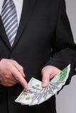 Unerkennbarer Geschäftsmann, der Dollar und Euro hält Lizenzfreie Stockbilder