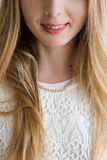 Unerkennbares Frauengesicht mit Lächelnabschluß oben Lizenzfreies Stockbild