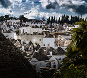UNESCOvärldsarv Alberobello Italien arkivbilder