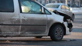 Unfall an der Kreuzung stock footage