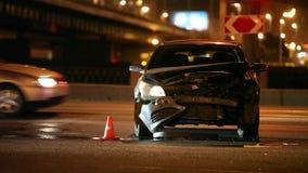 Unfall an der Nachtstraße stock video