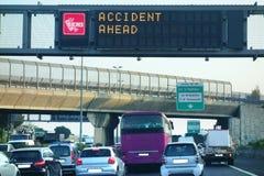 Unfall, der voran Stau-Vorsicht warnt Lizenzfreie Stockfotografie