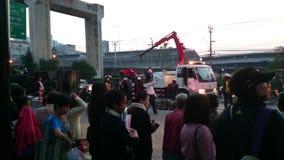 Unfall des frühen Morgens auf der bangna Straße in Samut- Prakanprovinz , Thailand im Jahre 2015 stock footage