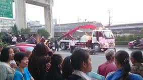Unfall des frühen Morgens auf der bangna Straße in Samut- Prakanprovinz , Thailand im Jahre 2015 stock video footage