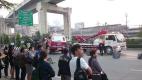 Unfall des frühen Morgens auf der bangna Straße in Samut- Prakanprovinz , Thailand im Jahre 2015 stock video