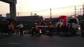 Unfall des frühen Morgens auf der Straße in Samut- Prakanprovinz , Thailand im Jahre 2015 stock footage