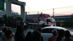 Unfall des frühen Morgens auf der Straße in Samut- Prakanprovinz , Thailand im Jahre 2015 stock video