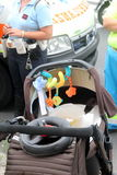 Unfallfußgänger mit Spaziergängern schlug durch ein Auto Lizenzfreies Stockbild