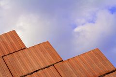 Unfertige Backsteinmauer Lizenzfreie Stockfotos