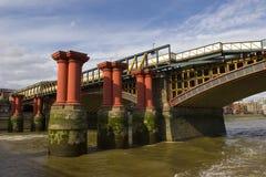 Unfertige Brücke auf dem Fluss Themse, London Lizenzfreies Stockbild