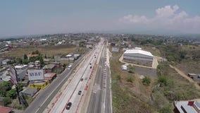 Unfertige Straße angesichts der Fertigstellung stock footage