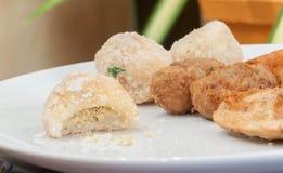 Unfertiges Essen von thailändischen gebratenen Snäcken Stockbilder