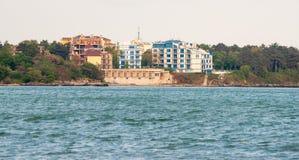 Unfertiges Hotel auf dem Strand in der Stadt von Pomorie in Bulgarien Lizenzfreie Stockfotografie