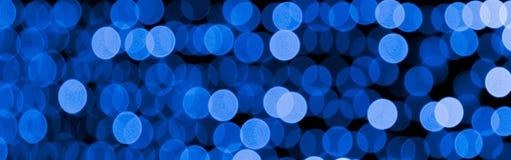 Unfocused abstrakter bunter bokeh Schwarzhintergrund defocused und verwischt vielen ringsum Blaulicht lizenzfreie abbildung