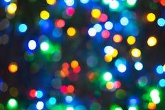 Unfocused Foto des bunten Lichterkettehintergrundes Stockfotos