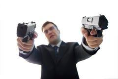 Unfocused krimineller Geschäftsmann mit Gewehren Stockfoto