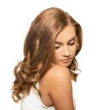Ung älskvärd blond kvinna för stående med bruna ögon Arkivbild