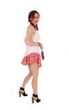 Ung älskvärd kvinna i kortslutningar som tillbaka ser Royaltyfria Foton