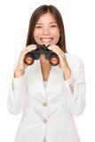 Ung affärskvinna Holding Binoculars Royaltyfri Foto