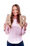 Ung affärskvinna med bokstäver ab Royaltyfri Foto