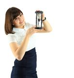 Ung affärskvinna med timglas Arkivbild