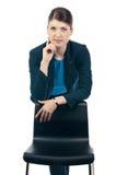 Ung affärskvinna på stol Royaltyfri Foto