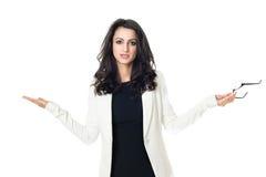 Ung affärskvinna på vit bakgrund arkivfoton