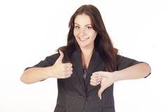 Ung affärskvinna som visar hand det ok tecknet Arkivbilder