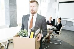 Ung affärsman Leaving Job arkivfoton