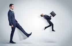 Ung affärsman som avfyras av framstickandet arkivfoton