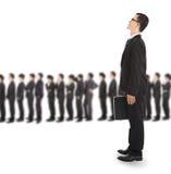 Ung affärsman som väntar på linjen Arkivfoton