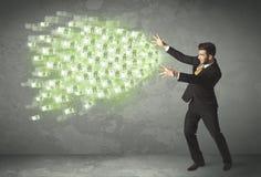 Ung affärsperson som kastar pengarbegrepp Arkivbilder