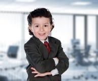 Ung affärsman i kontoret Arkivbild
