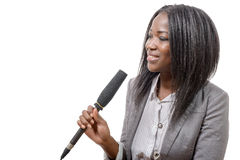 Ung afrikansk amerikanjournalist med en mikrofon Royaltyfria Foton