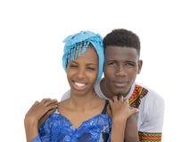 Ung afro- parvisningförälskelse och affektion som isoleras royaltyfria bilder